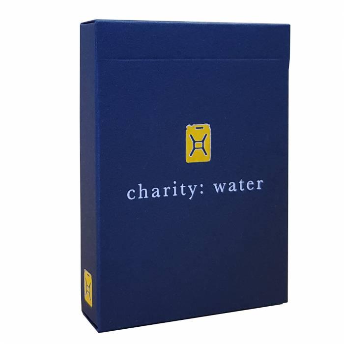 "Theory11 ""CHARITY WATER"" – jeu de 55 cartes toilées plastifiées – format poker – 2 index standards"