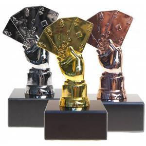 Trophées de poker  POKER HAND PODIUM – 3 trophées – 13cm de hauteur – socles à personnalisés